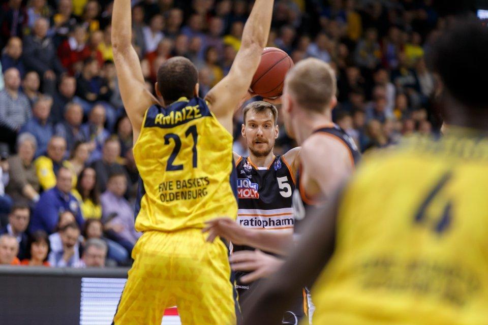 Zoran Dragic behält auch in kritischen Phasen den Durchblick. Foto: Andreas Burmann