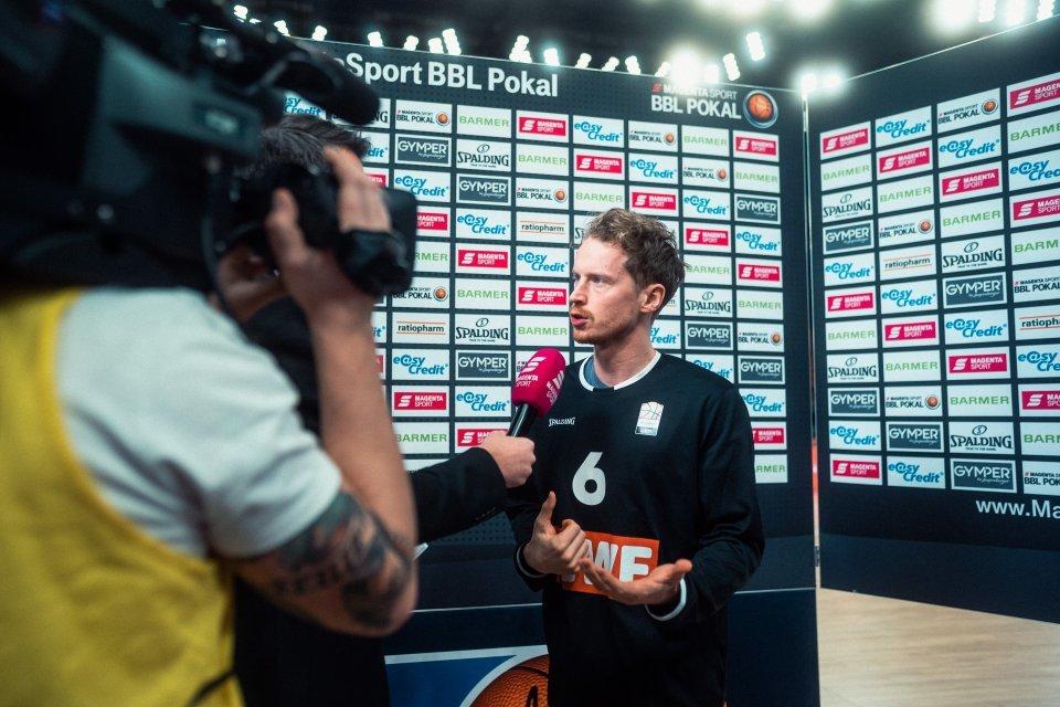 Die ersten Interviews der Saison 2020/21 wird Per Günther im MagentaSport BBL Pokal geben.  Foto: Patrick Hörnle