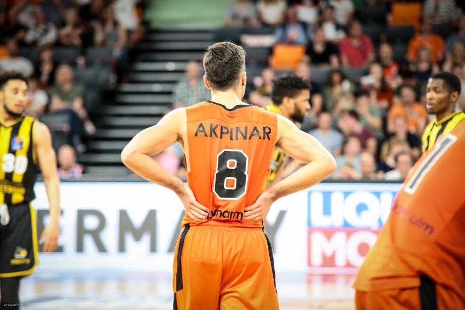 Ismet Akpinar gönnt sich während der Derbys gegen Ludwigsburg eine Verschnaufpause.  Foto: Alexander Fischer