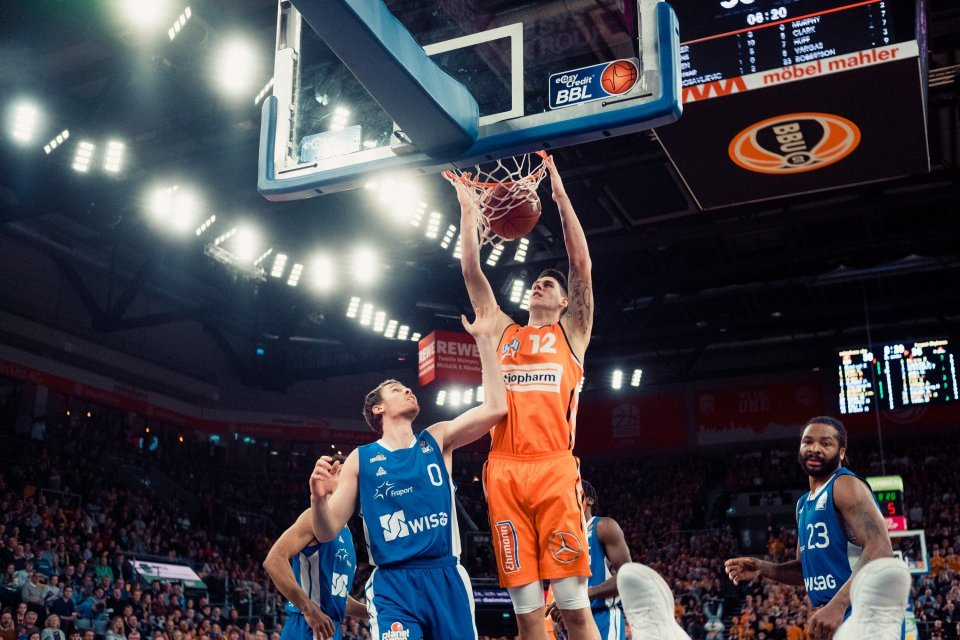Throw it down big man: Boggy beim Dunk. Foto: Alexander Fischer