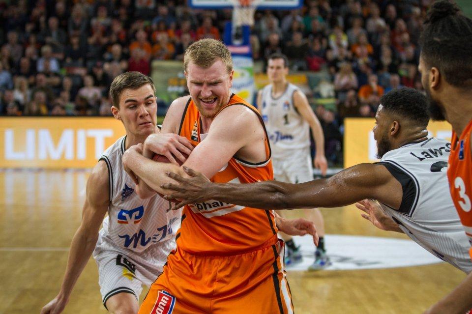 Nicht lockerlassen: Max Ugrai hält den Ball fest.  Foto: Marko Knab