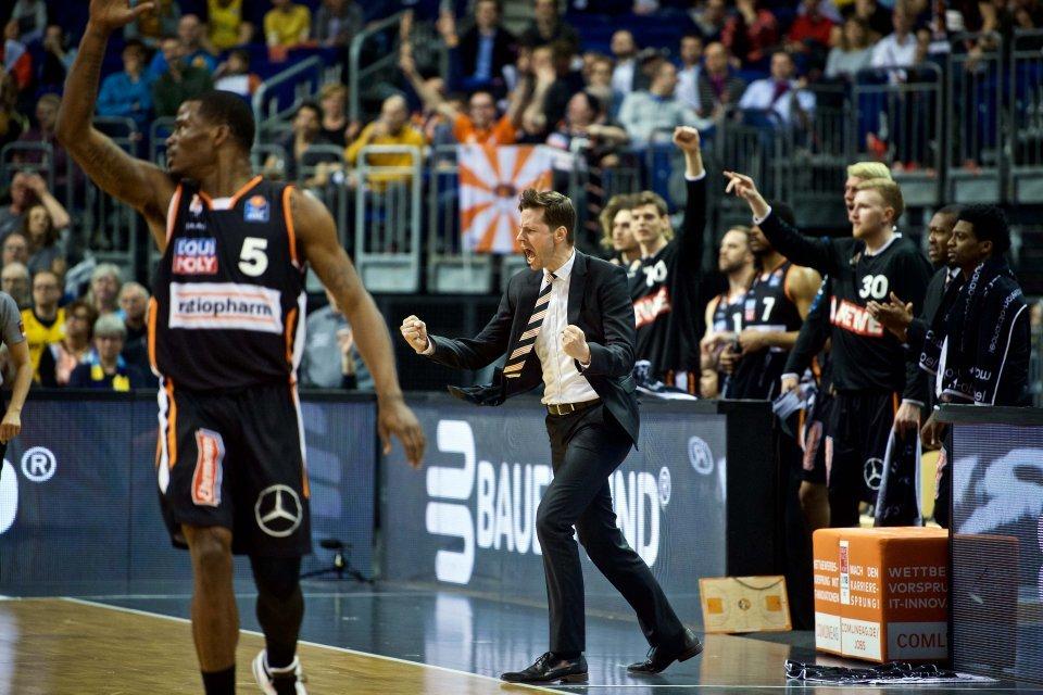 Emotionen pur: Thorsten Leibenath sah 30 tolle Minuten von seinem Team. Foto: Camera4