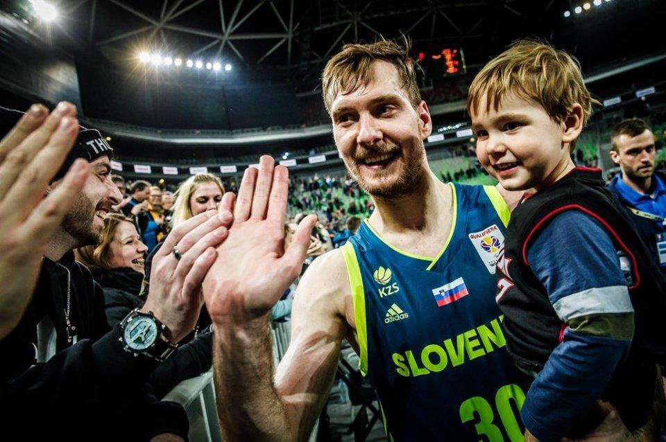 Stolzer Familien-Vater: Zoran Dragic.  Foto: FIBA
