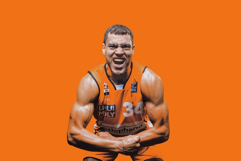Orange Power: Gavin Schilling lässt die Muskeln spielen.
