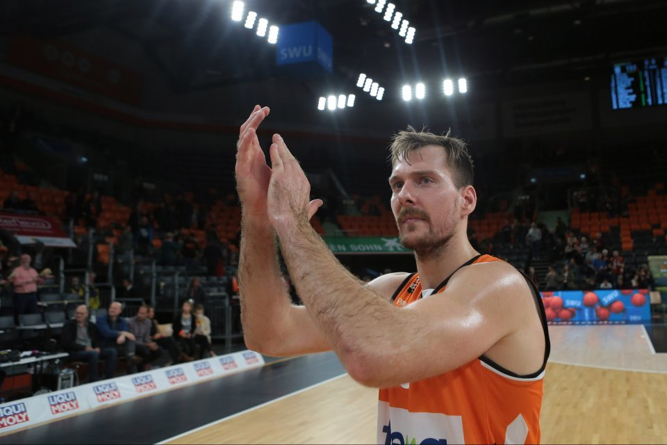 Applaus vom Topscorer: Zoran Dragic. Foto: Harry Langer