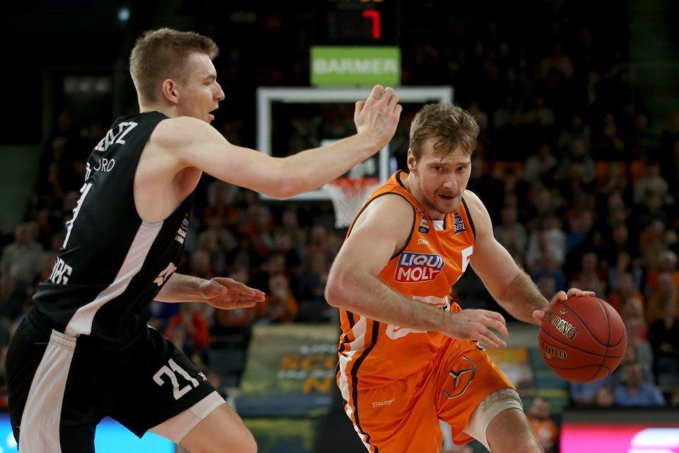 Zoran Dragic steurte 11 Punkte und 4 Rebounds bei.  Foto: Harry Langer