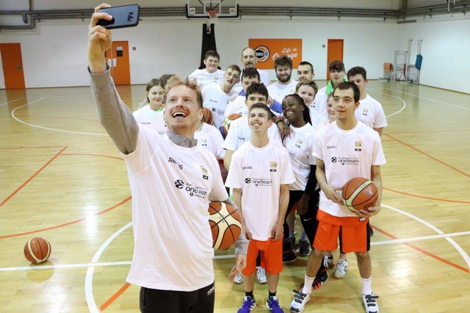 Der One-Team-Botschafter und sein Team.  Foto: Florian Eisebitt